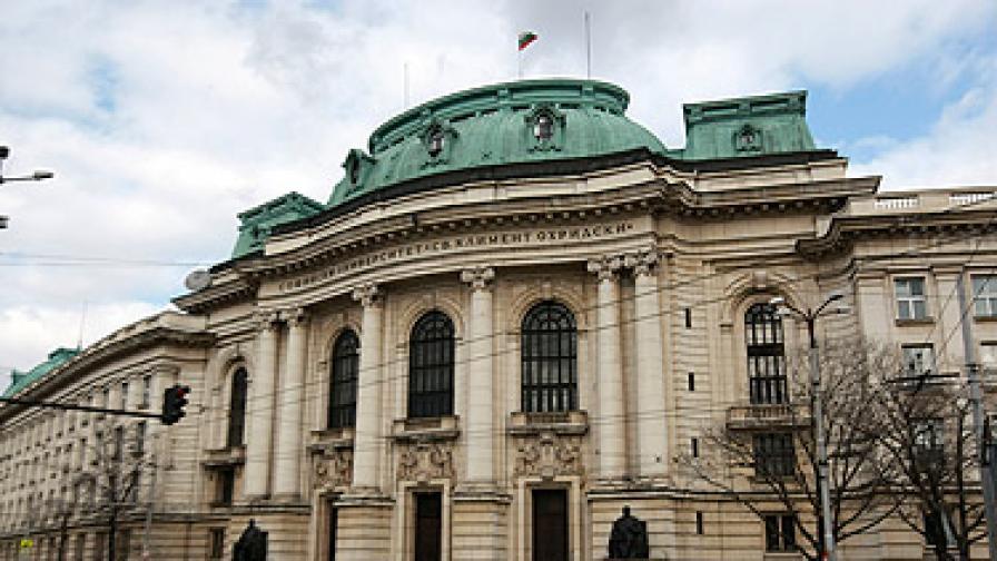 Забраниха на феновете на Стоичков да заседават в Ректората на СУ