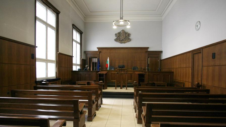 Осъден за присвояване в Бургас си отряза пръст пред камера