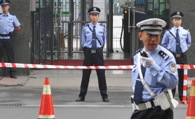 Китаец уби две жени с нож, намушка още 11 души