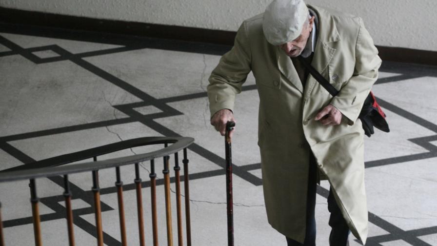 От днес - малко по-високи пенсии, малко по-евтино парно