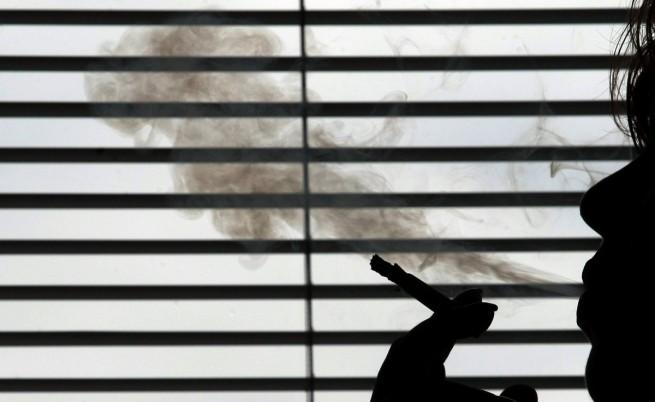 Управляващите: Забраната за пушене на закрито ще падне