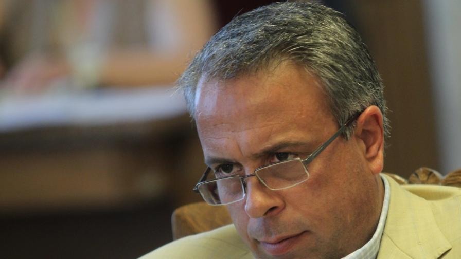 Емил Димитров в конфликт на интереси по два казуса