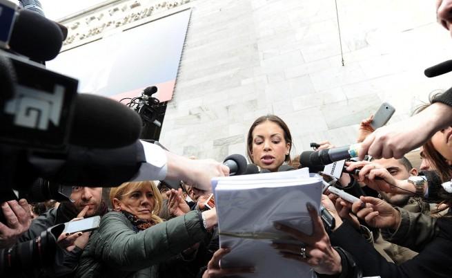 Руби на Берлускони протестира пред миланския съд: Не съм проститутка!