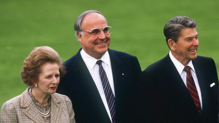 Британският премиер Маргарет Тачър, германският канцлер Хелмут Кол и президентът на САЩ Роналд Рейгън снимани на Световния икономически форум в Бон - 3 май 1985 г.