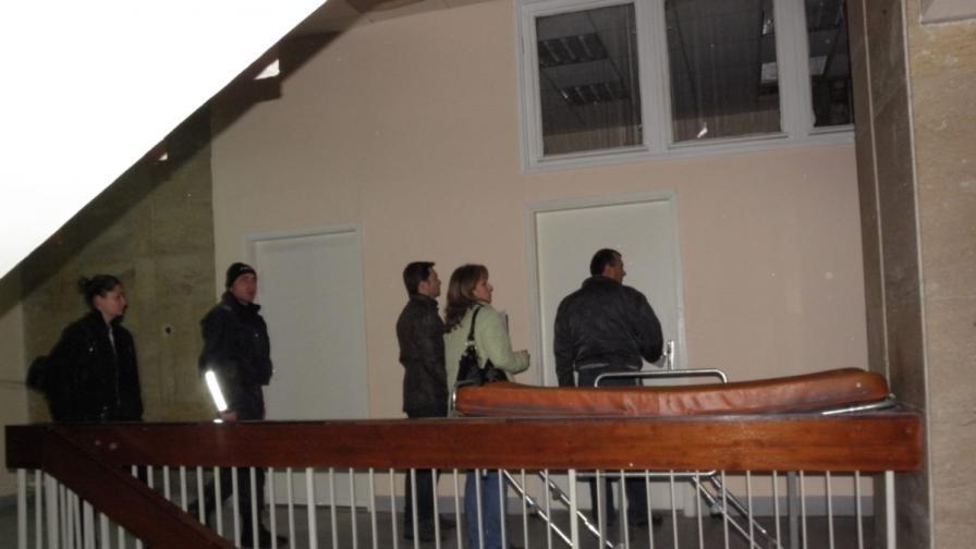 Двама полицаи от Първо РУП-Благоевград са заплашени от дисциплинарно уволнение заради обеселия се тази вечер арестант