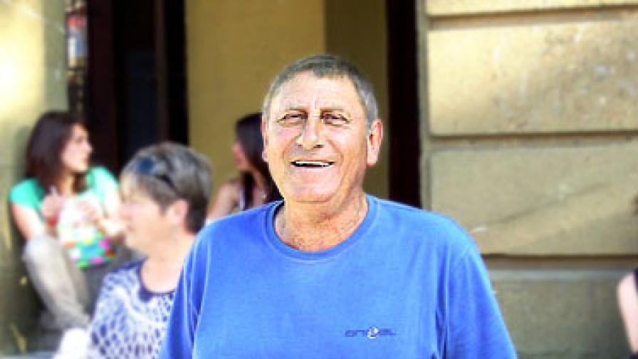 Георги Георгиев е на 67 години и живее в гр. Ямбол