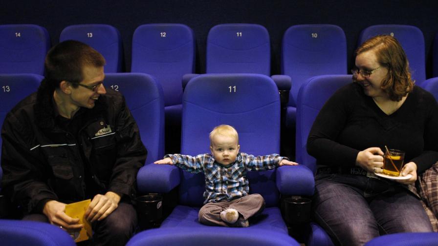 През 2012 г.: По-малко родени деца, по-често извънбрачни бебета