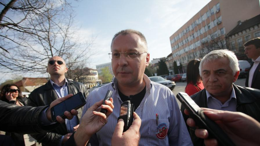 Станишев: Бойко Борисов да върне милионите