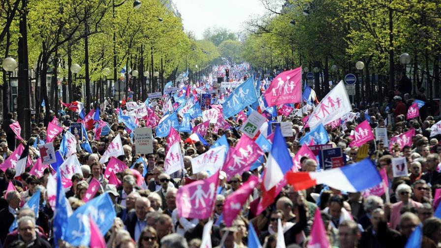 Противници на еднополовите бракове протестираха в Париж