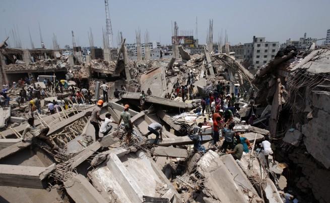 Бизнес сграда рухна в Бангладеш и уби над 140 души