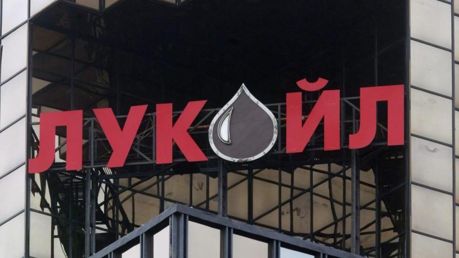 """Митничари влязоха на нова проверка в """"Лукойл"""""""