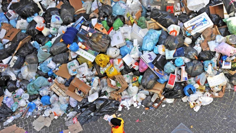 """""""24 часа"""": Боклукът на Неапол и Палермо тръгва за България"""