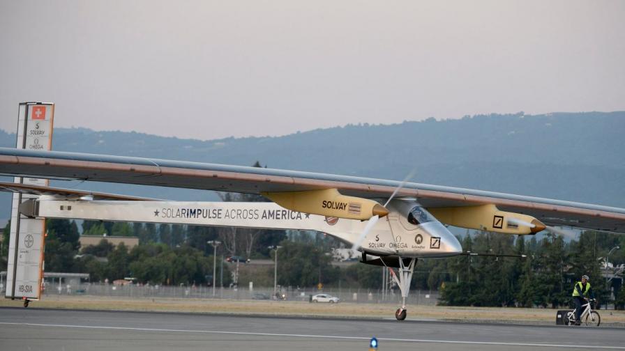 Самолет лети над САЩ със слънчева енергия