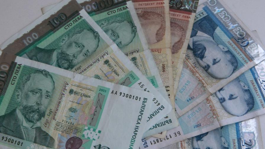 Мизерните заплати гонят хора от България