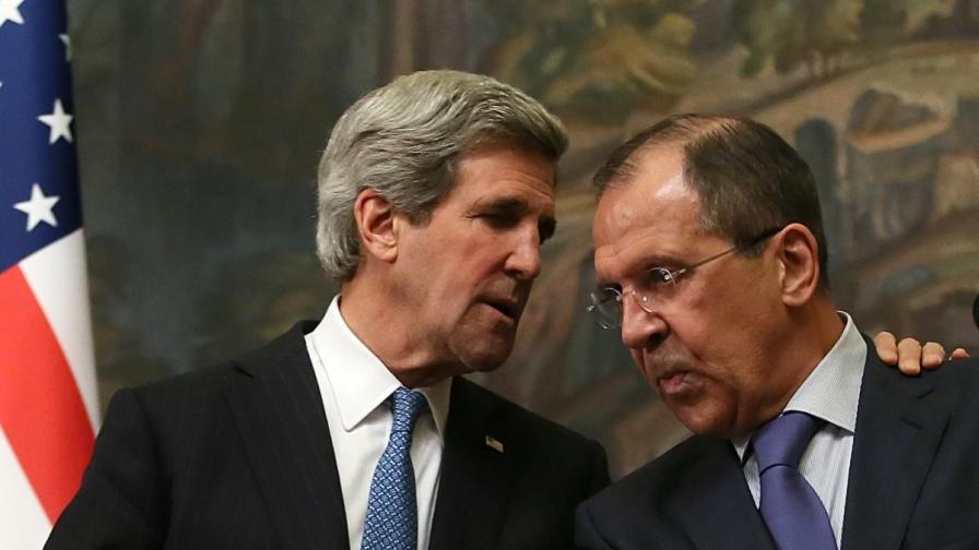 Сергей Лавров (д) и Джон Кери в Москва