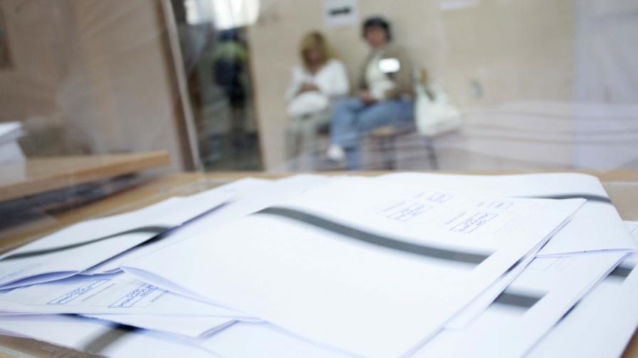 Опашки и изнервени граждани при гласуването в чужбина