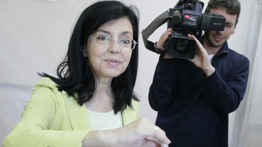 """Кунева: Ръководството на Движение """"България за гражданите"""" подава оставка"""