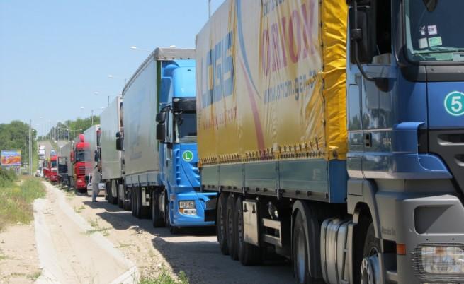 Блокадата на ГКПП Кап. Андреево и Лесово продължава