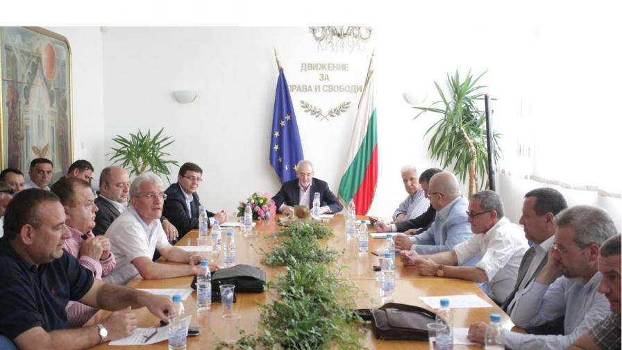 ДПС подкрепя Миков за председател на парламента