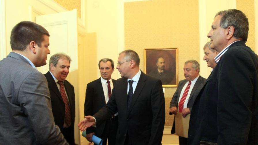 Лидерът на БСП Сергей Станишев и кандидатът на левицата за премиер Пламен Орешарски разговаряха с представители на партия Лидер