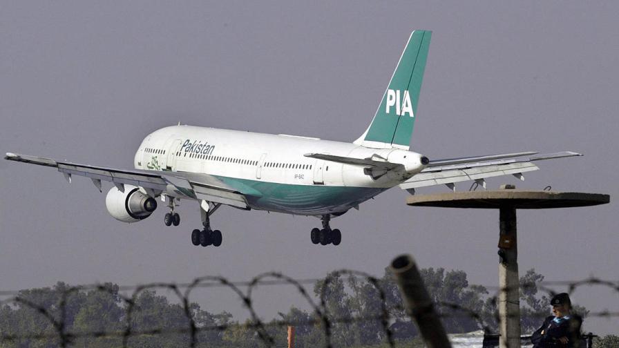 Изтребители отклониха пакистански самолет над Манчестър