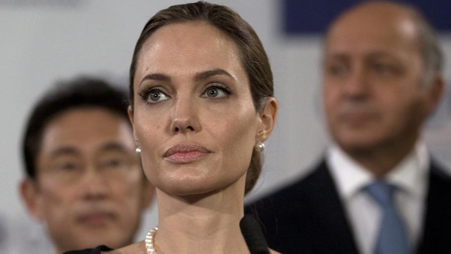 Лелята на Джоли почина от рак на гърдата