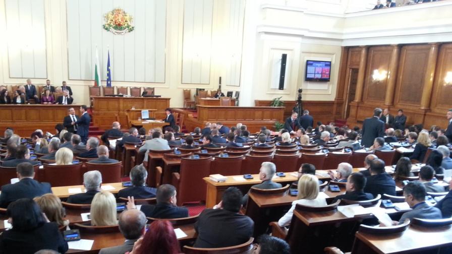 """Интригата падна: Депутат от """"Атака"""" осигури кворума"""