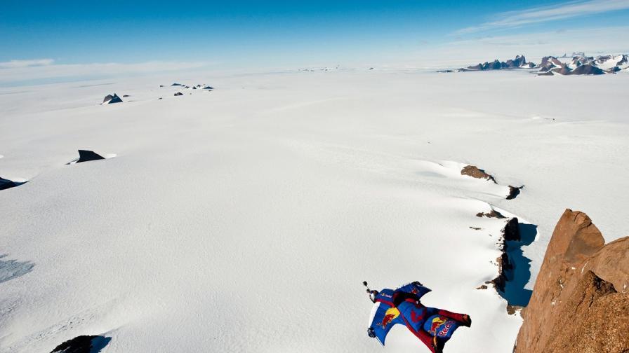 Руснак направи рекорден скок от Еверест