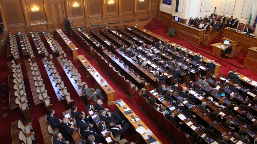 Осем нови депутати влизат в НС