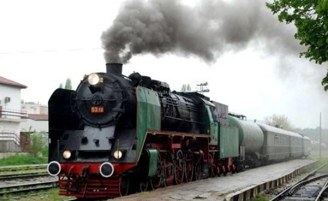 Детски панаир и парен локомотив на 1 юни