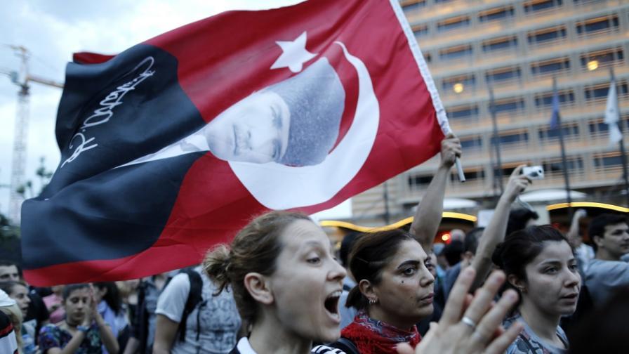 Защо протестират в Турция?