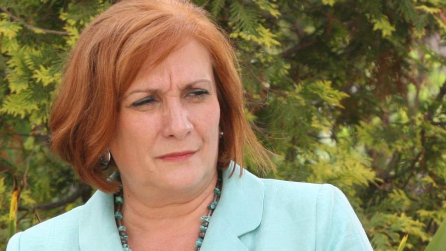 Искра Михайлова е за спиране на строителството в защитени зони по морето