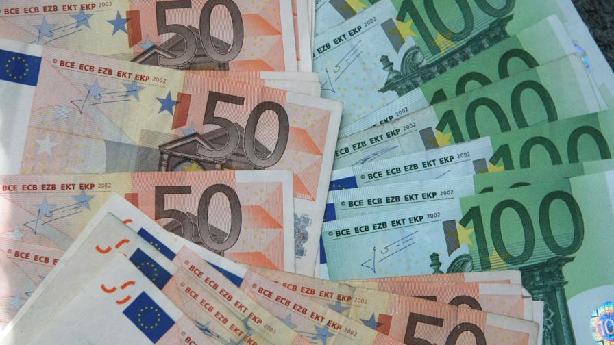 Банков служител преведе погрешка близо 223 млн. евро