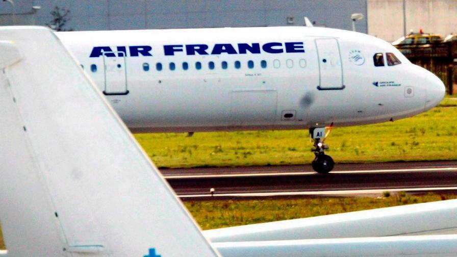 1800 полета са отменени във Франция заради стачка на авиодиспечерите