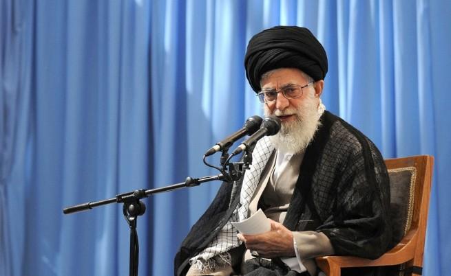 Aятолах Хаменей прати САЩ по дяволите