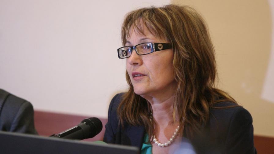 министърът на образованието и науката Анелия Клисаров