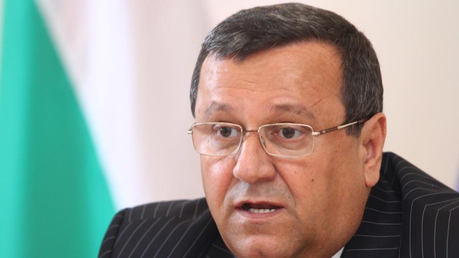 Социалният министър: Пеевски трябва да остане в НС