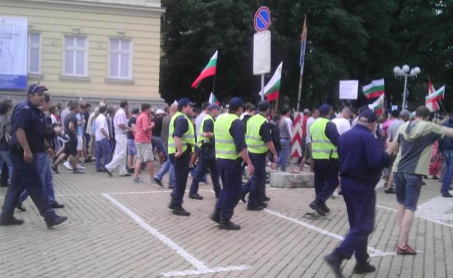 200 отклонени от протеста в неделя, близо 30 задържани