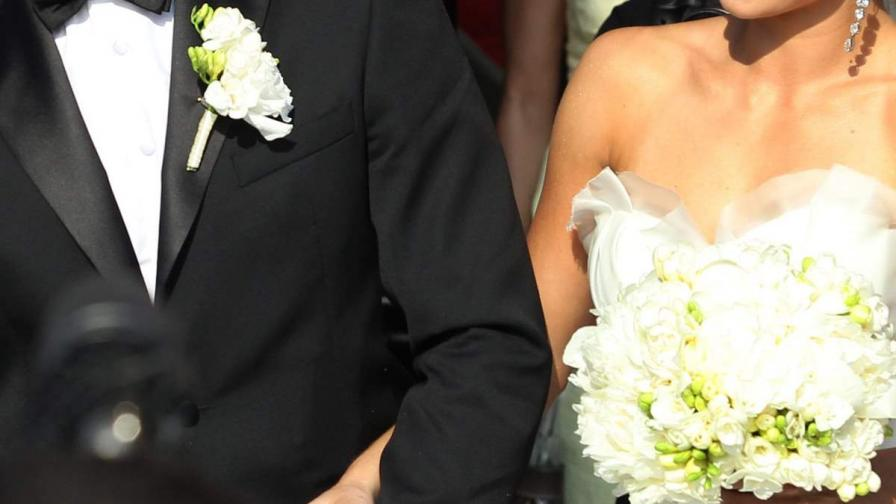 Младоженец се напи и наби гостите си