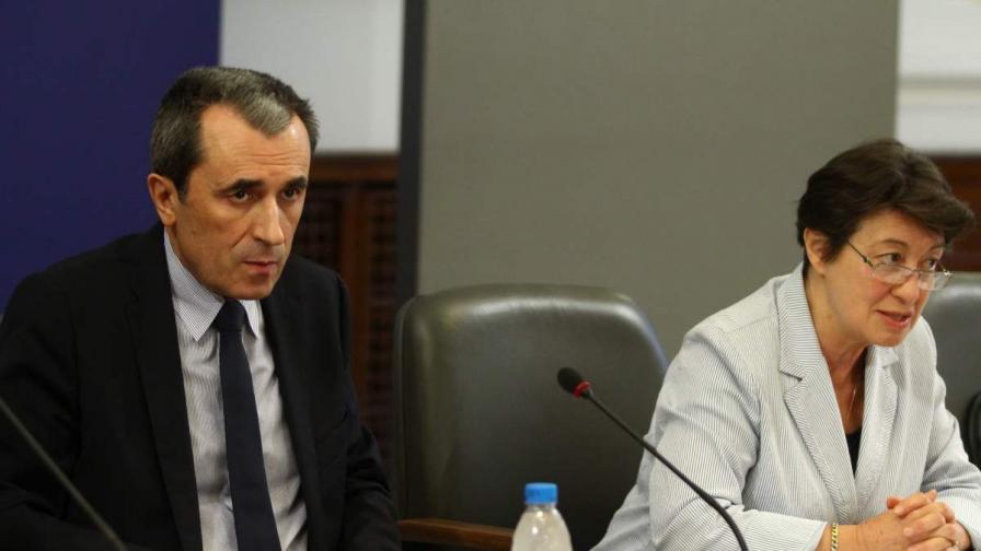 Орешарски иска да остави Изборния борд