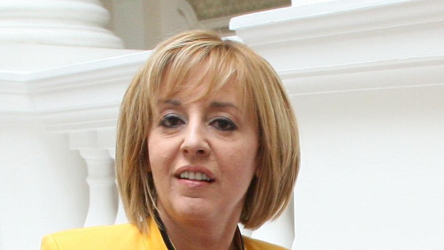 Мая Манолова: Очевидно президентът чува само протестиращите