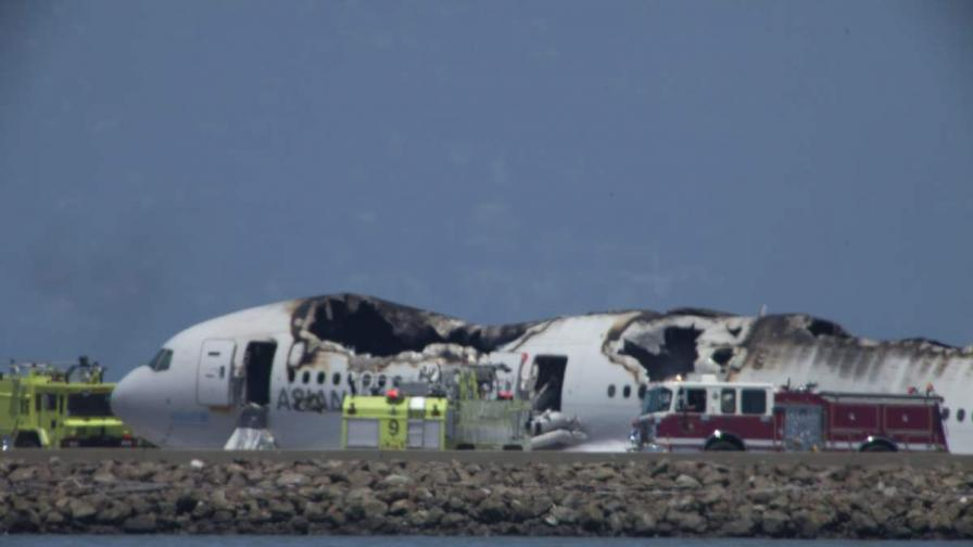 """Боинг 777"" катастрофира в Сан Франциско - двама загинаха"