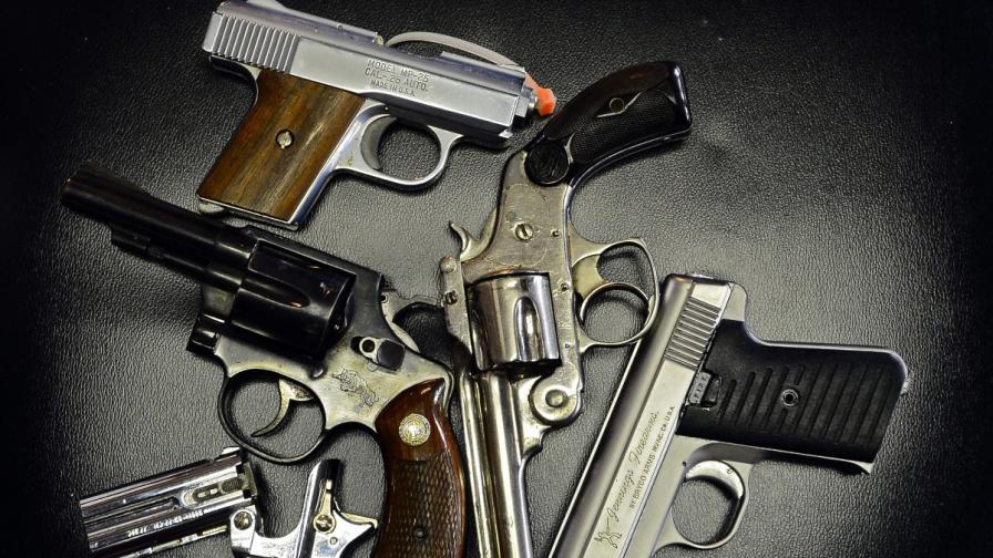 25 години затвор за жена със зареден револвер във...