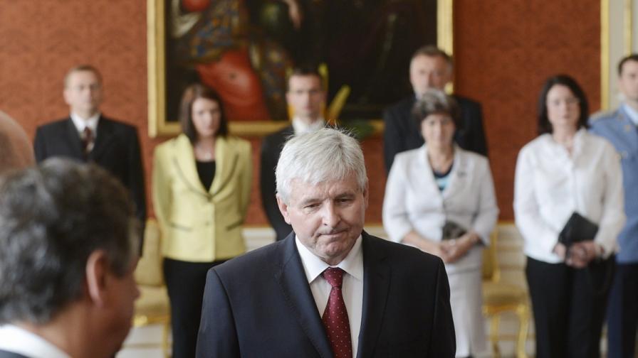 Чешкият президент назначи кабинет в конфронтация с парламента