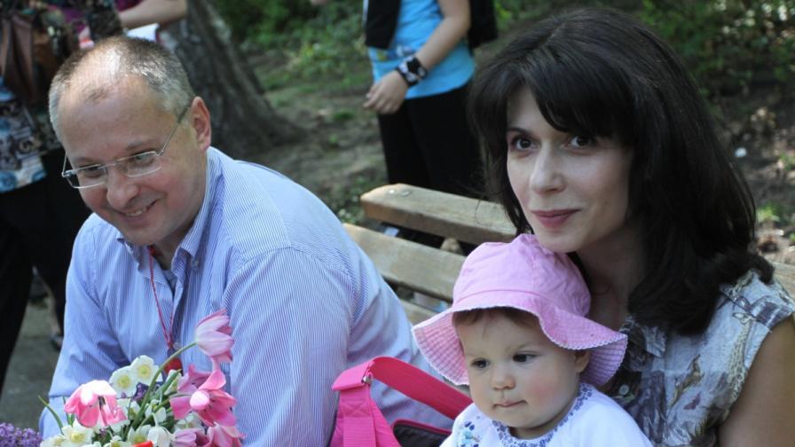 Сергей Станишев с Моника и дъщеря им Дария