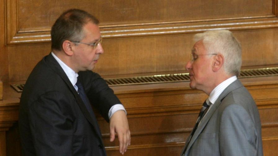 Лидерът на социалистите Сергей Станишев и депутатът от ДПС Христо Бисеров в Парламента
