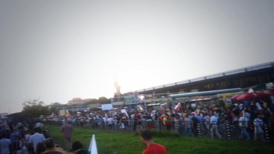 Ден 36: Протестиращите изненадаха с нов маршрут