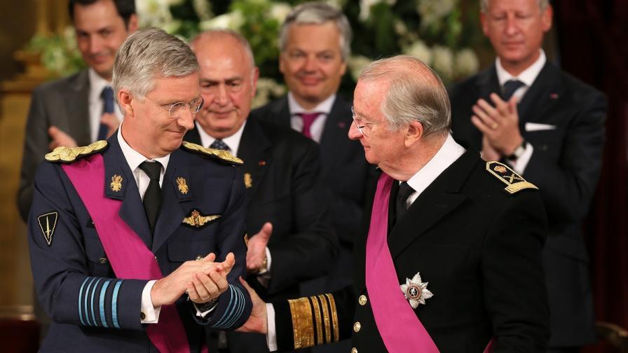 Кралят на Белгия абдикира в полза на сина си