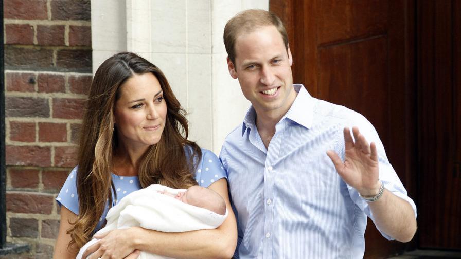 Показаха бебето на Кейт и Уилям