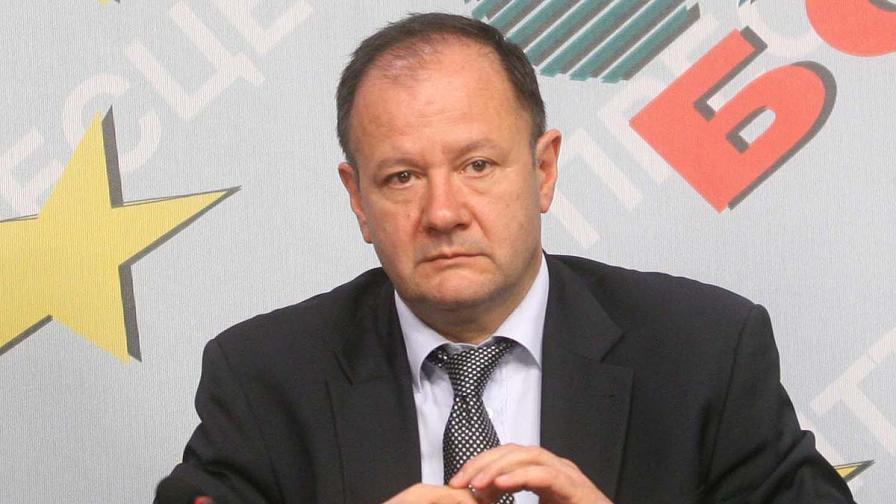Миков: Чуждите посланици да вземат отношение и сега